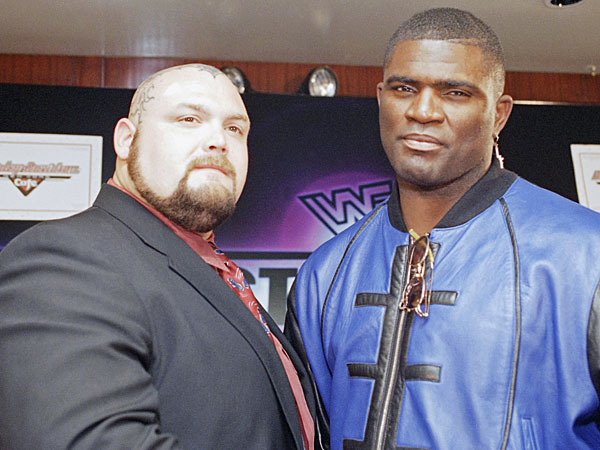 Lawrence Taylor Comments On His Match From WrestleMania 11 With ...