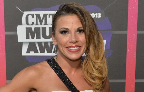 Mickie James Reveals Tight Abs In Workout Photo