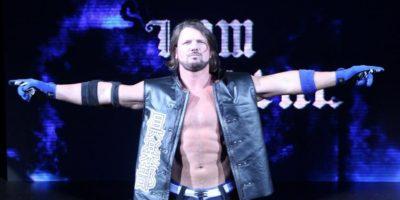 AJ Styles congratulates Keylor Navas.