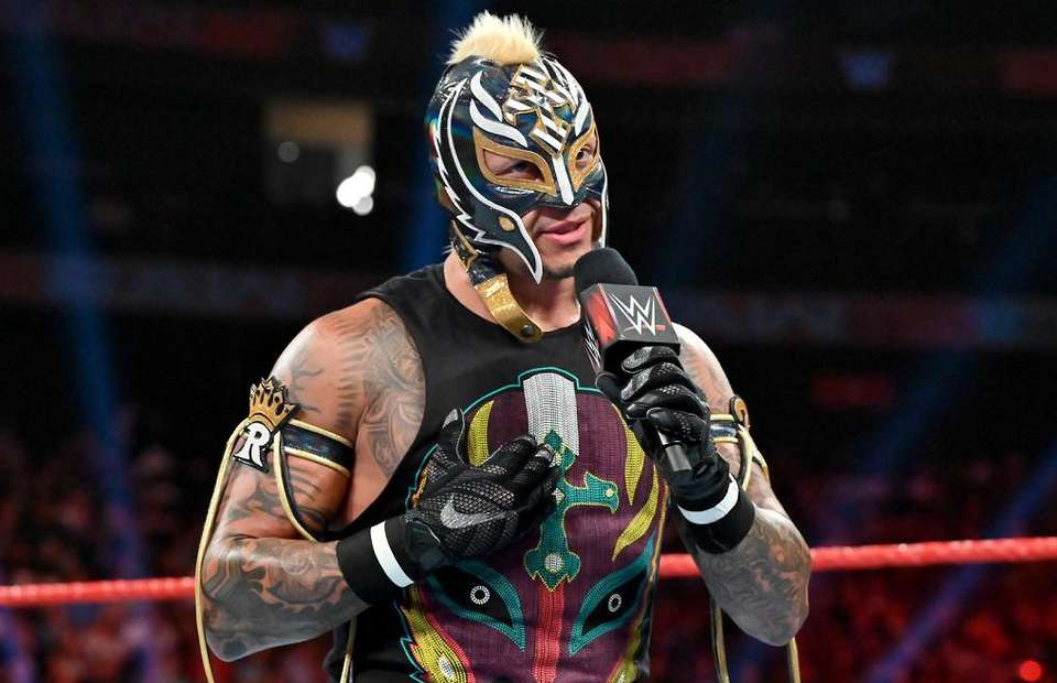Watch: Rey Mysterio spotted unmasked on New Year's Eve